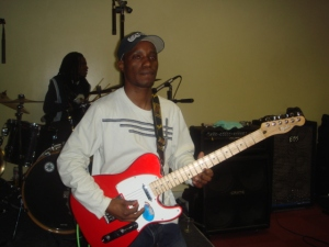 Strumming it big tyme!!!!!!!